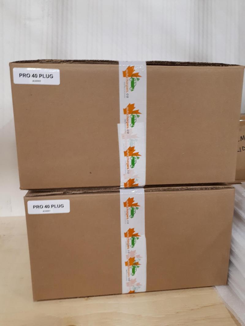 Nos deux premiers JuiceBox entièrement assemblés et emballés. - Photo