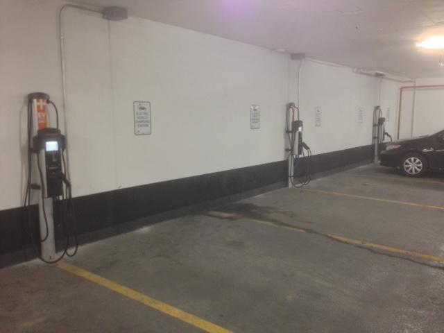 Installation de 3 stations de CT4000 dans un garage souterrain d'un complexe condo à Markham, Ontario. - Photo