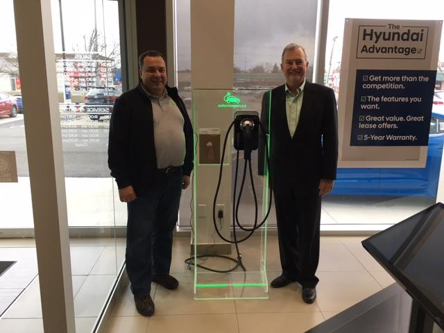 Le programme ChargePoint Home Display par Autochargers.ca commence à Burlington Hyundai. - Photo